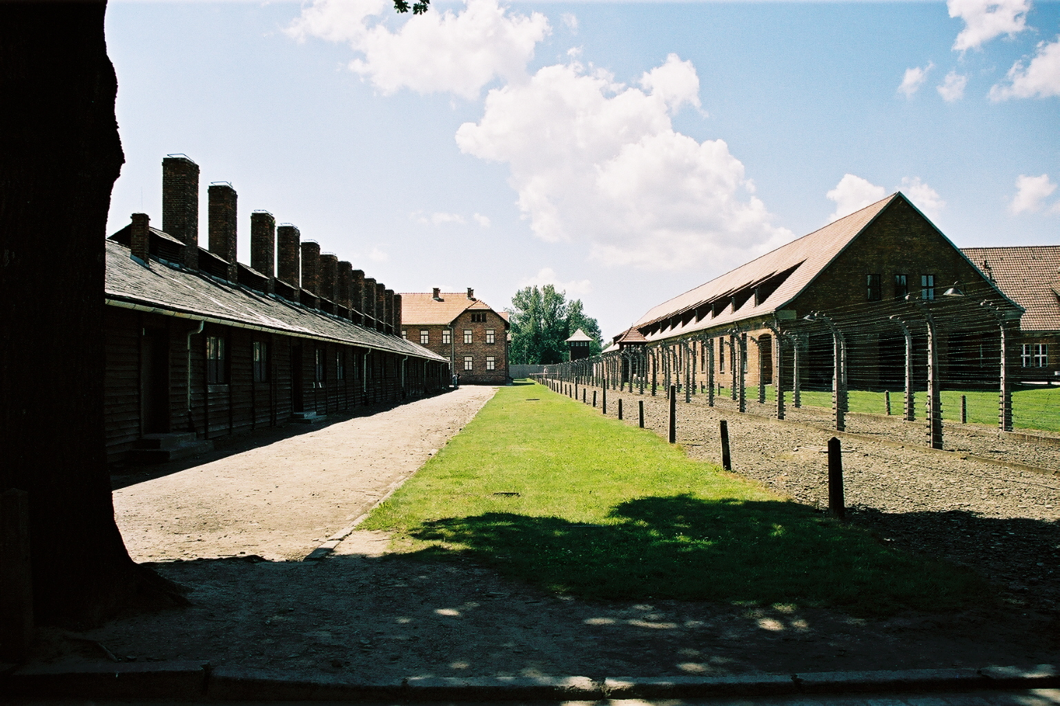 Auschwitz 1, baraquements, vue extérieure