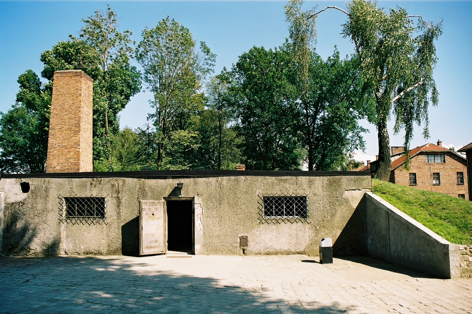 Auschwitz 1 vue ext�rieure four cr�matoire