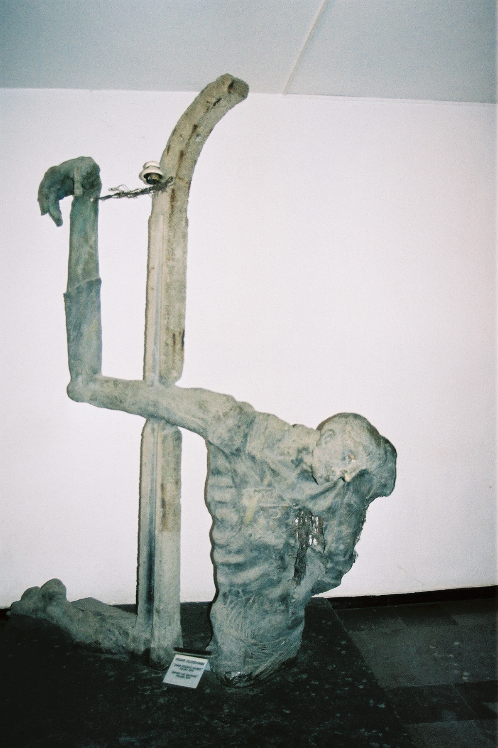 Auschwitz 2 sculpture
