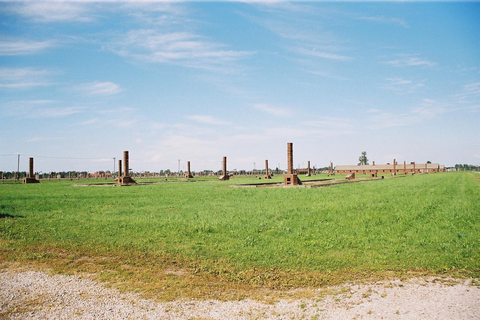 Auschwitz 2, baraquements détruits