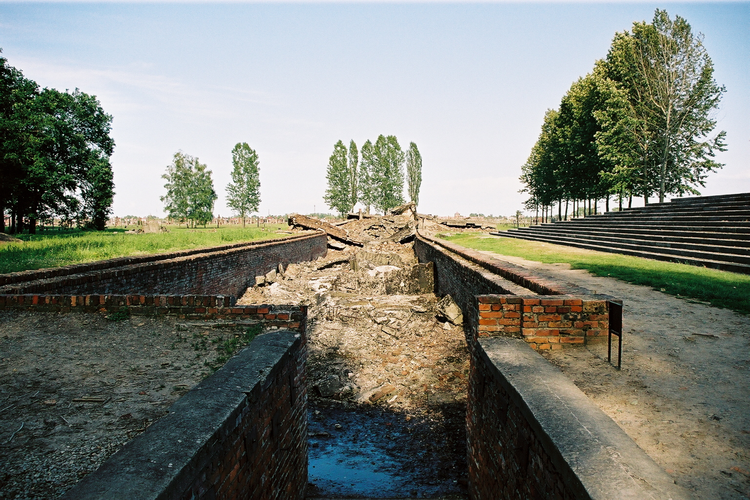 Auschwitz 2, four cr�matoire, vestiges