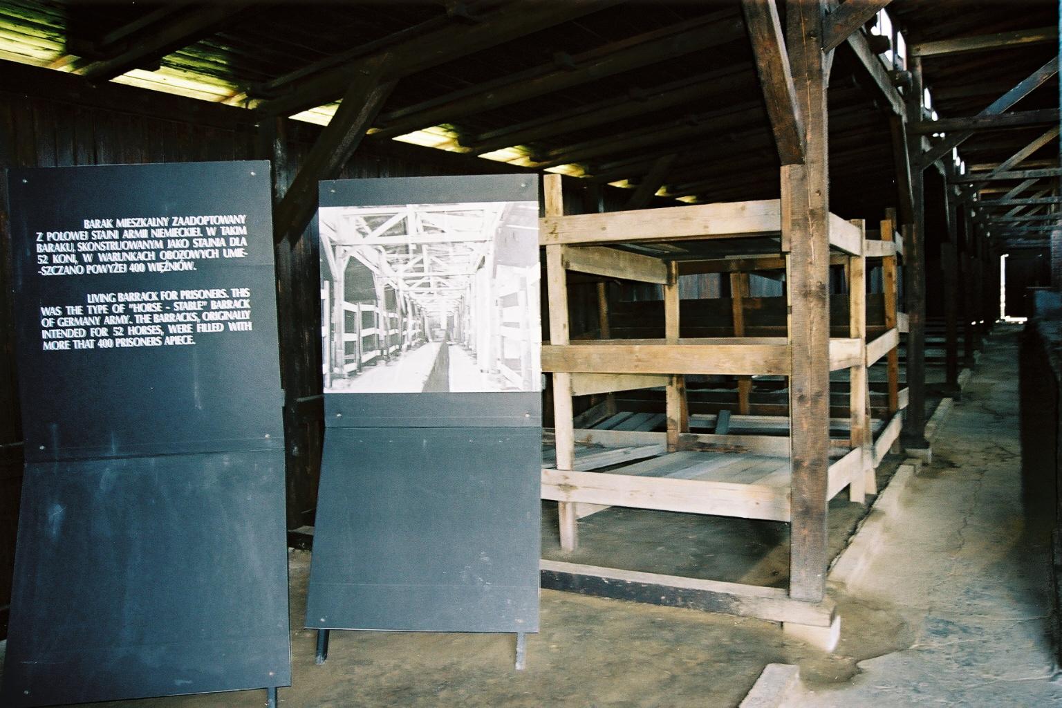 Auschwitz 2, int�rieur baraquemets