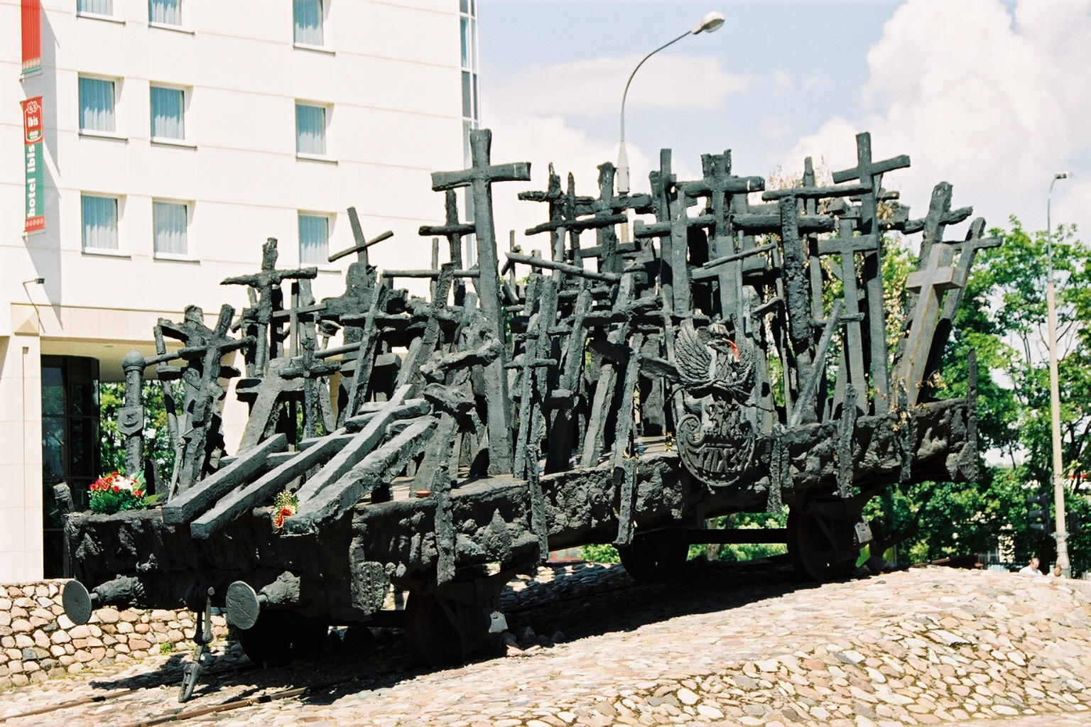 Varsovie, sculpture wagon de croix